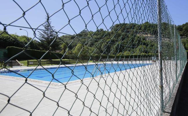 Los restos de lobo obligan a cerrar la piscina de Infiesto el resto de campaña