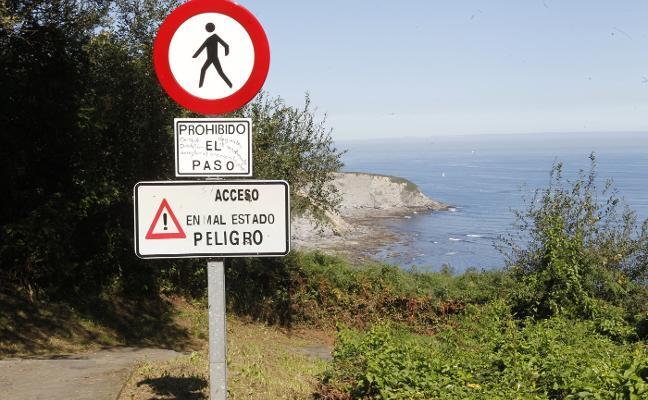 Costas realizará un estudio geotécnico del acantilado de la playa de Serín