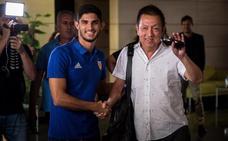 Guedes aterriza en Valencia acompañado de Peter Lim
