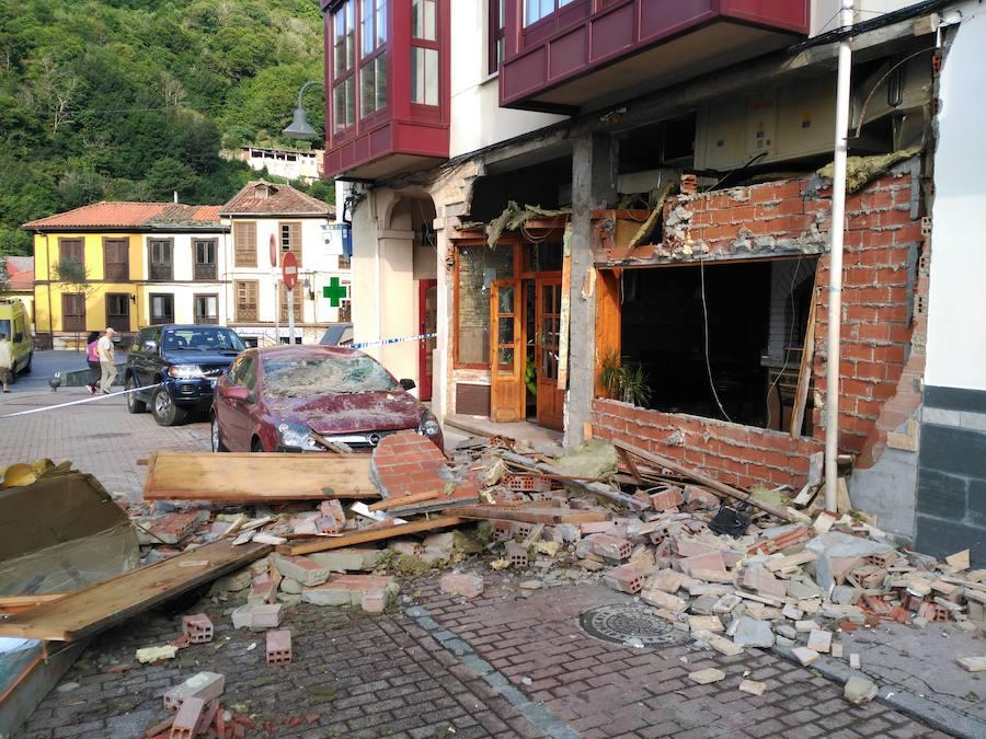 Explosión en un bar de Cangas del Narcea