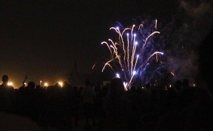 19 minutos de fuegos artificiales para despedir a San Agustín