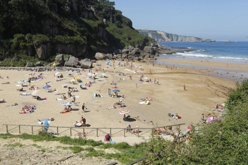 Agosto se despide en Asturias con un día de playa y terraza