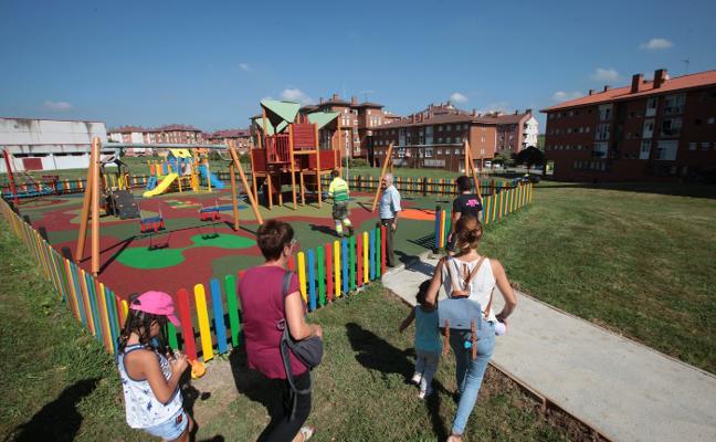 El nuevo parque de Los Campos cuenta con aparatos para bebés y niños