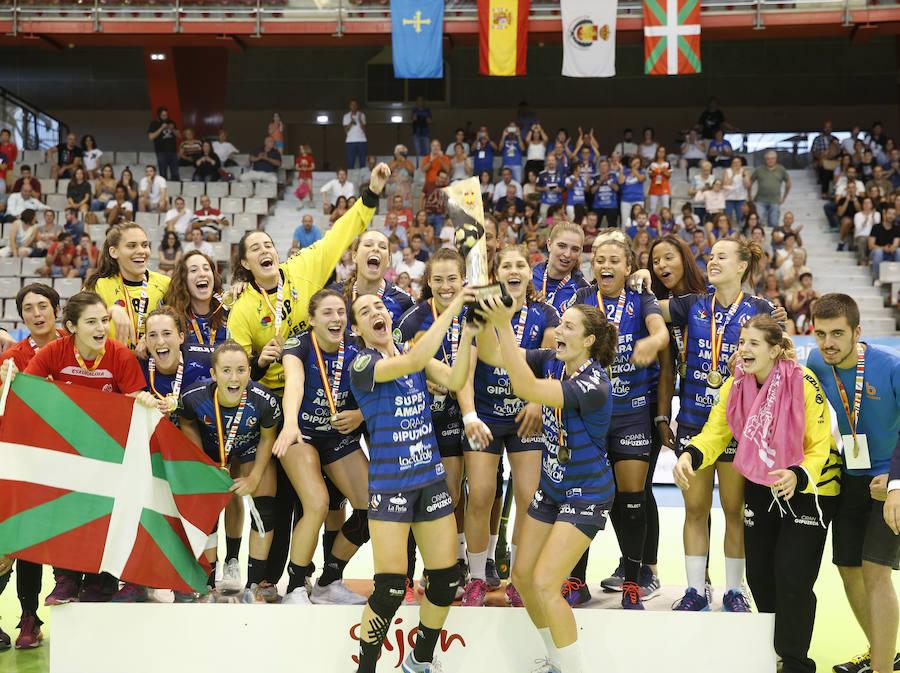 El Bera Bera conquista en Gijón la Supercopa de España femenina de balonmano