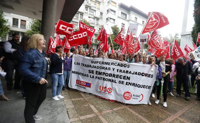 El parón de los convenios que afecta a cien mil asturianos enfrenta a empresarios y sindicatos