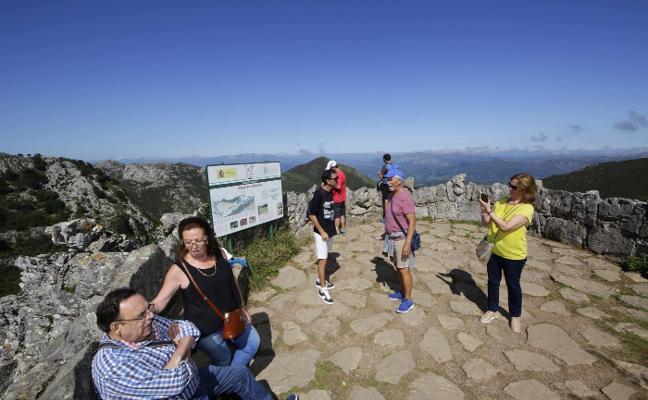 Los Picos pierden un 17% de visitantes mientras la oferta turística se dispara