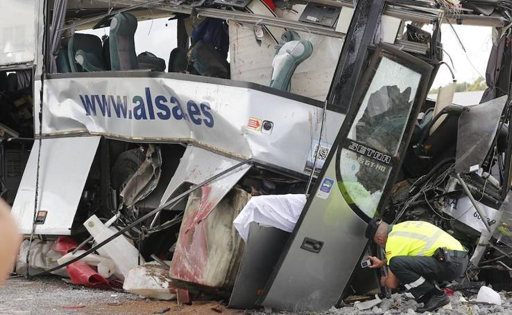 Las imágenes del trágico accidente de autobús en Avilés