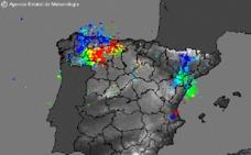 'La noche de la madre de todos los rayos': una espectacular tormenta eléctrica descarga en Asturias