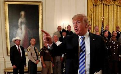 Trump ataca a Nike por apoyar al quarterback que se arrodilló ante el himno