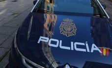 Sorprenden a dos menores robando en el interior de un vehículo en Gijón