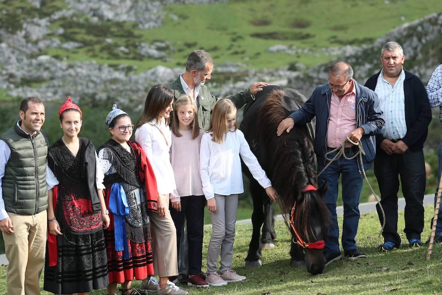 Los Reyes y sus hijas inauguran el Mirador de la Princesa