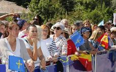 El público disfruta de la visita de la Familia Real