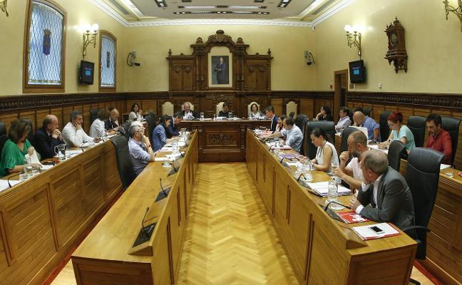 El Ayuntamiento de Gijón destina 1,1 millones al año a los sueldos de los ediles, 4,12 euros por habitante
