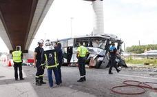 La Guardia Civil interroga a los testigos para descartar un fallo humano del conductor