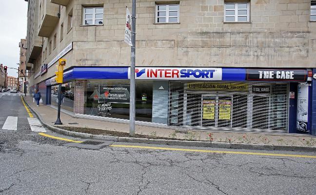Una tienda deportiva y un centro estético revitalizan el entorno del Carmen
