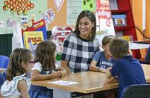 El colegioBaudilio Arce de Oviedo inicia el curso con la visita de la Reina