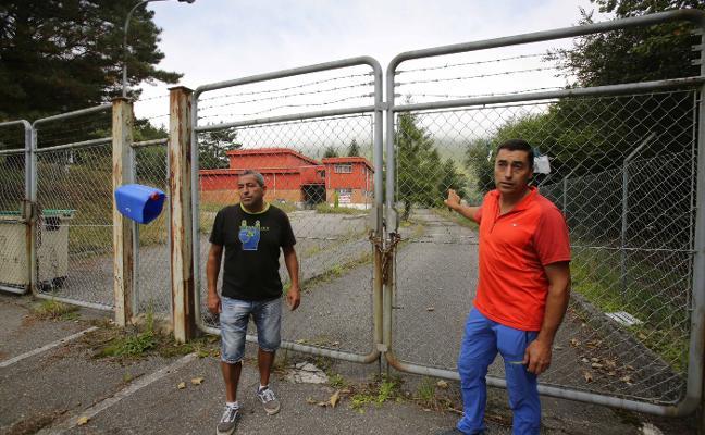 Los extrabajadores del matadero piden apoyo municipal para su reapertura