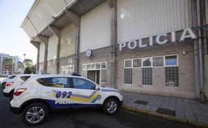 Arroja clavos y tornillos en la comisaría de la Policía Local de Avilés para vengarse de la grúa