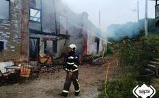 Herida grave una mujer en el incendio de su vivienda en Gozón
