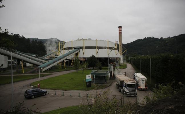 La Rebollada reclama a Teresa Ribera que frene la quema de residuos en La Pereda