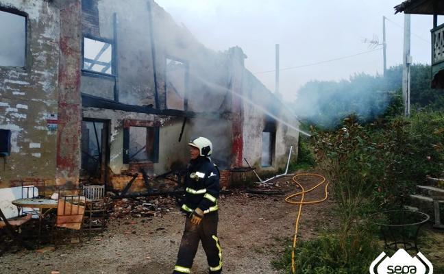 Herida muy grave una mujer de 50 años al incendiarse su vivienda en Gozón