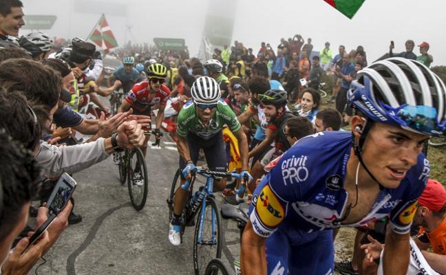 Valverde y Mas ponen al rojo vivo la Vuelta a España