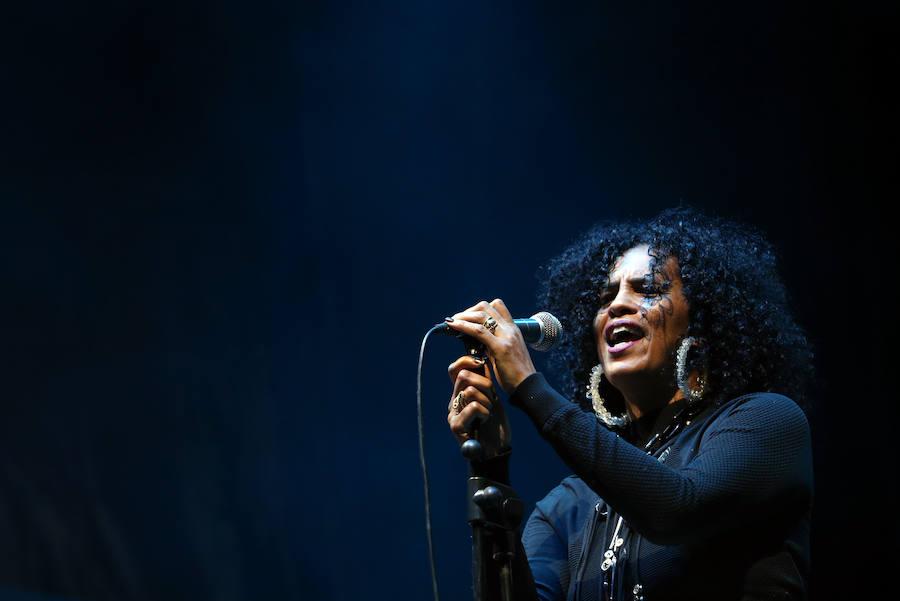 Neneh Cherry arrasa en el primer concierto de San Mateo en Oviedo