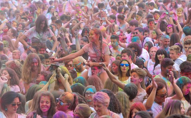 La Folixa de los Colores pone fin al verano corverano esta tarde