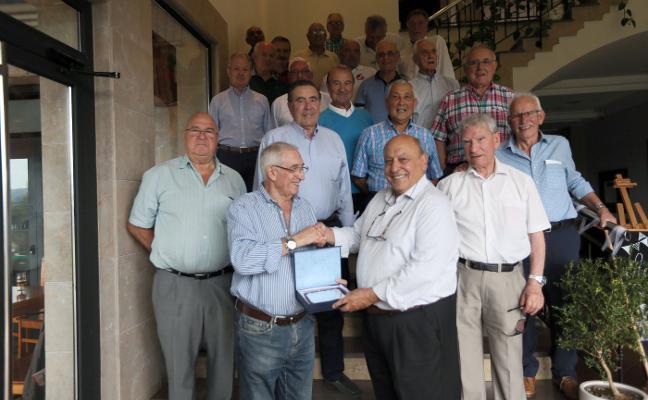 Amigos de Noreña homenajea al catedrático y farmaceútico Fernando Laborda