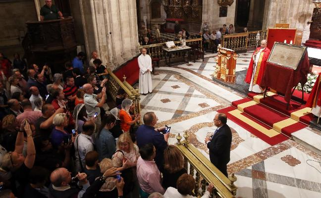 El Santo Sudario se exhibe en la Catedral por el Jubileo de la Santa Cruz