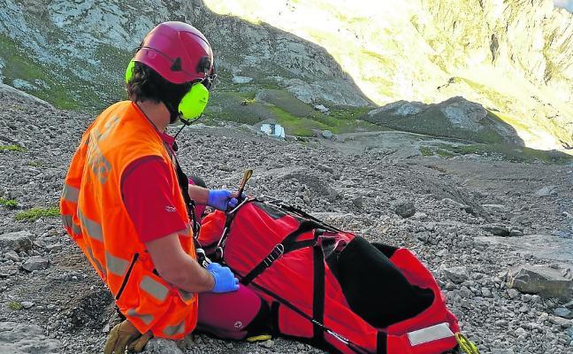 Muere el montañero que el lunes sufrió una caída de quince metros en el Urriellu
