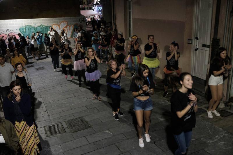 Pasacalles y mucho baile en Cimavilla