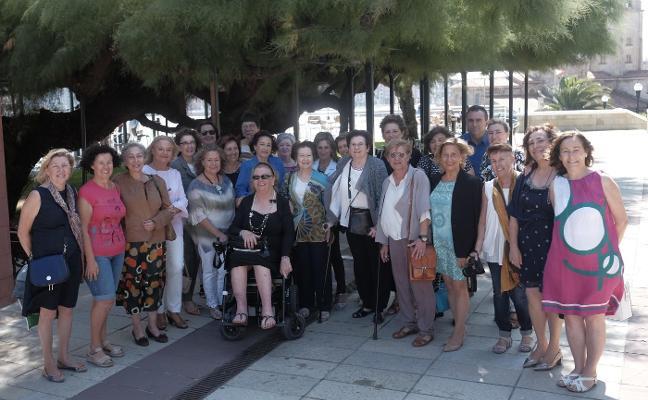 Antiguas alumnas del Jimena homenajean a Leontina Alonso y Nieves Sánchez