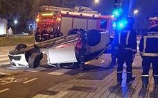 Pierde el control de su coche y da una vuelta de campana en Gijón