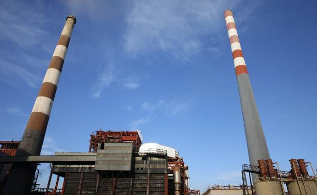 Una veintena de empresas asturianas, pendientes de los derechos de emisión