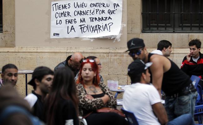 Un chiringuito de San Mateo en Oviedo prohíbe comer carne