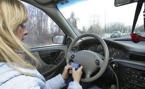 Tráfico equipara el uso del móvil al volante con el consumo de alcohol