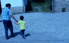 Un niño de Cangas del Narcea, sin ir a clase al no llegar la ruta escolar a su pueblo