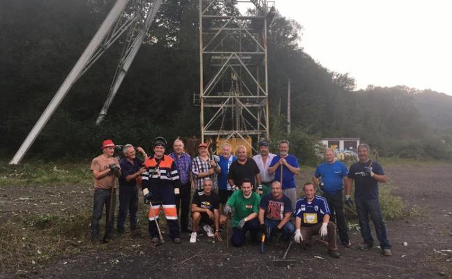 Antiguos mineros inician la limpieza y recuperación del Pozo Tres Amigos