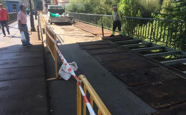 La reparación del puente viejo de Sama durará todo el mes