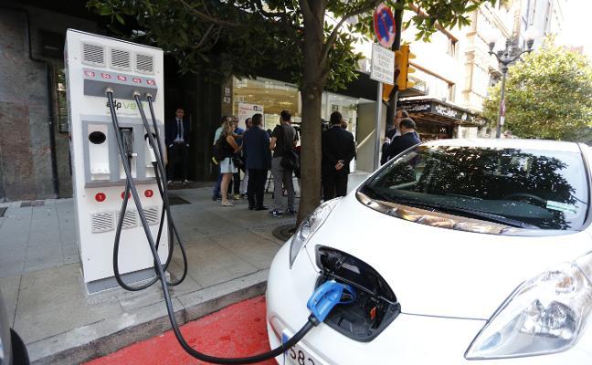 El centro de la ciudad estrena dos nuevos puntos de recarga para coches eléctricos