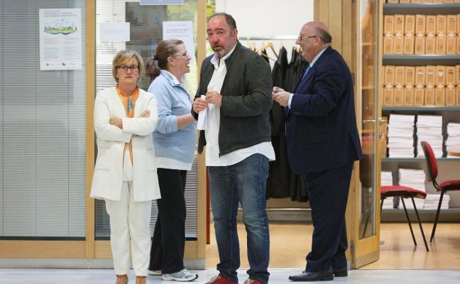 El Colegio de Abogados acepta la renuncia del letrado de Grueso y pide aplazar el juicio