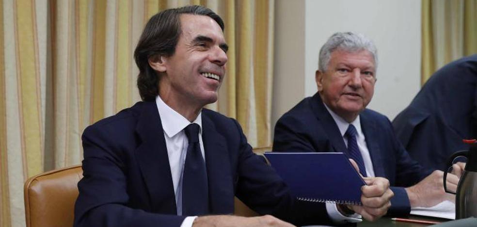 Aznar niega la caja B en una sesión llena de insultos