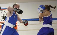 Las imágenes del concejal 'boxeador' del PP gijonés que no te puedes perder