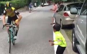 La viral e inolvidable respuesta de este ciclista de la Vuelta a España a un niño que le animaba