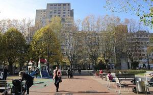 El comportamiento de un hombre con los niños en un parque de Gijón genera alarma entre los padres