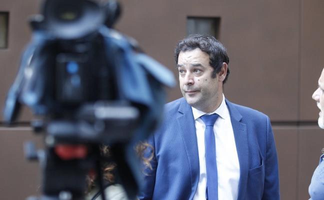 La Audiencia no se da por enterada de la renuncia del abogado de oficio
