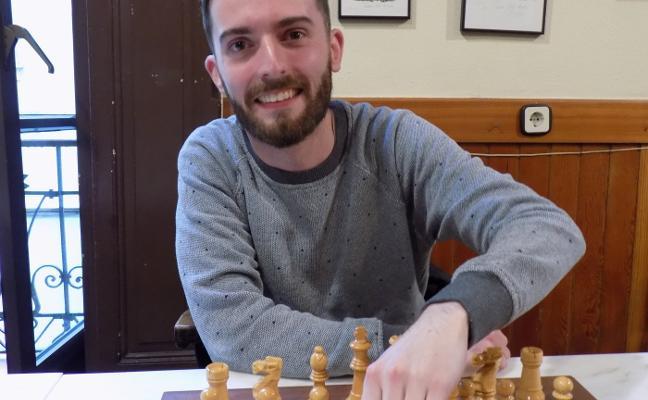 Pelayo Quirós gana en Oviedo y Agüera, en Gijón