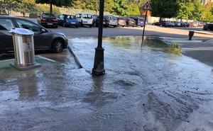 «Inundación» parcial de un tramo de la avenida gijonesa de Torcuato Fernández Miranda