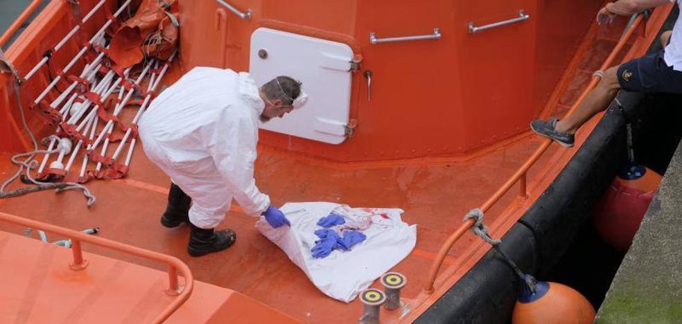 Aparece el cadáver de un hombre flotando entre las playas de Toró y Portiello